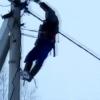 Жители подмосковного поселка ведут войну за свет с председателем ТСН – видео