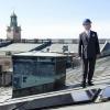 Шведский монарх собственноручно установил солнечную панель на крыше королевского дворца
