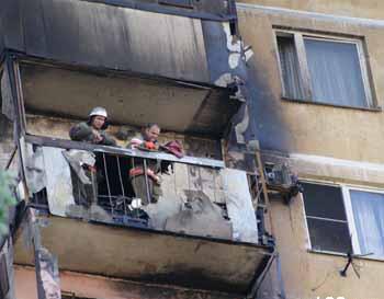 Последствия пожара на захламленном балконе