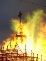 Церковь, охваченная огнем