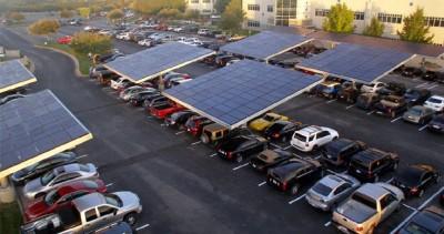 Солнечные батареи на автостоянке