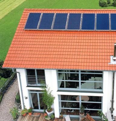 Солнечные панели на крыше домов
