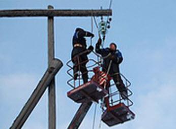 прокладка кабеля по опорам для временного электроснабжения