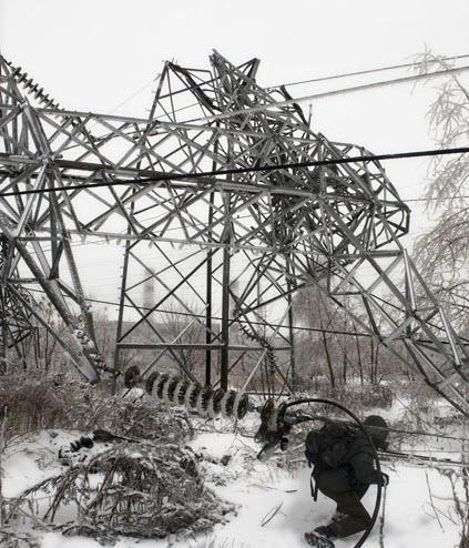На юге Москвы упали пять опор ЛЭП зимой 2010 года