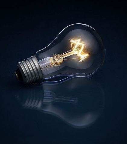 Сравнивая лампу накаливания с