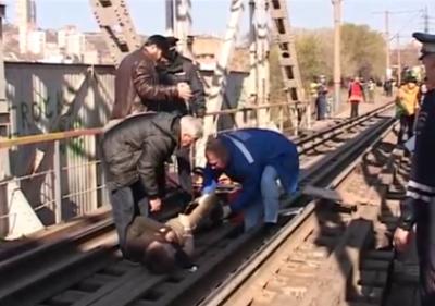 Упал с моста