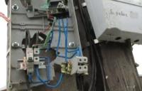 Разбитый прибор учета электроэнергии