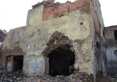 Заброшенный шахтный двор