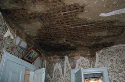 Дом после попадания молнии