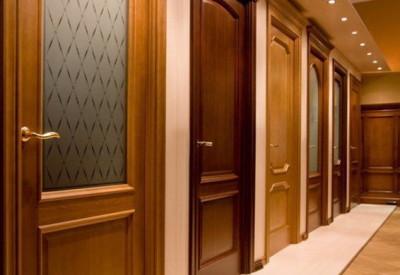 межкомнатные двери из цельного массива древесины