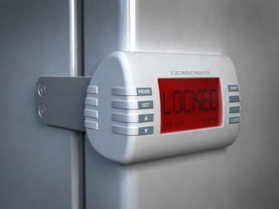 холодильник с функцией блокировки двери