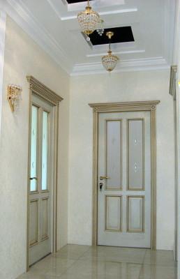 Двери в светлых тонах