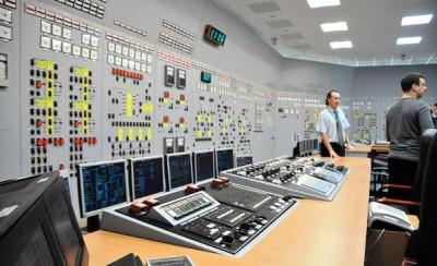 автоматика в зале управления реактором