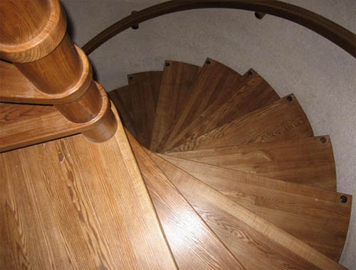Почему винтовая лестница только направо