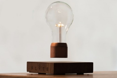Лампа парит