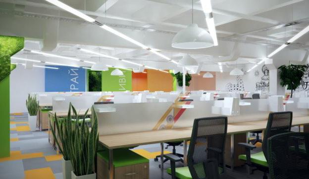 Яркое освещение офисного помещения