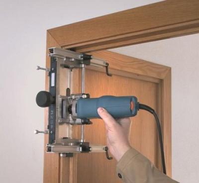 Установка межкомнатных шпонированных дверей