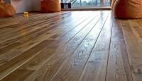 смонтированный деревянный пол