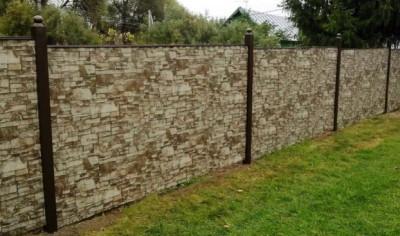 забор из профнастила с текстурой под камень